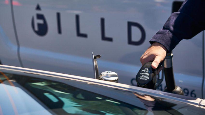 有钱就是拽!Bentley为美国加州车主推介上门添油服务。 Image #9237