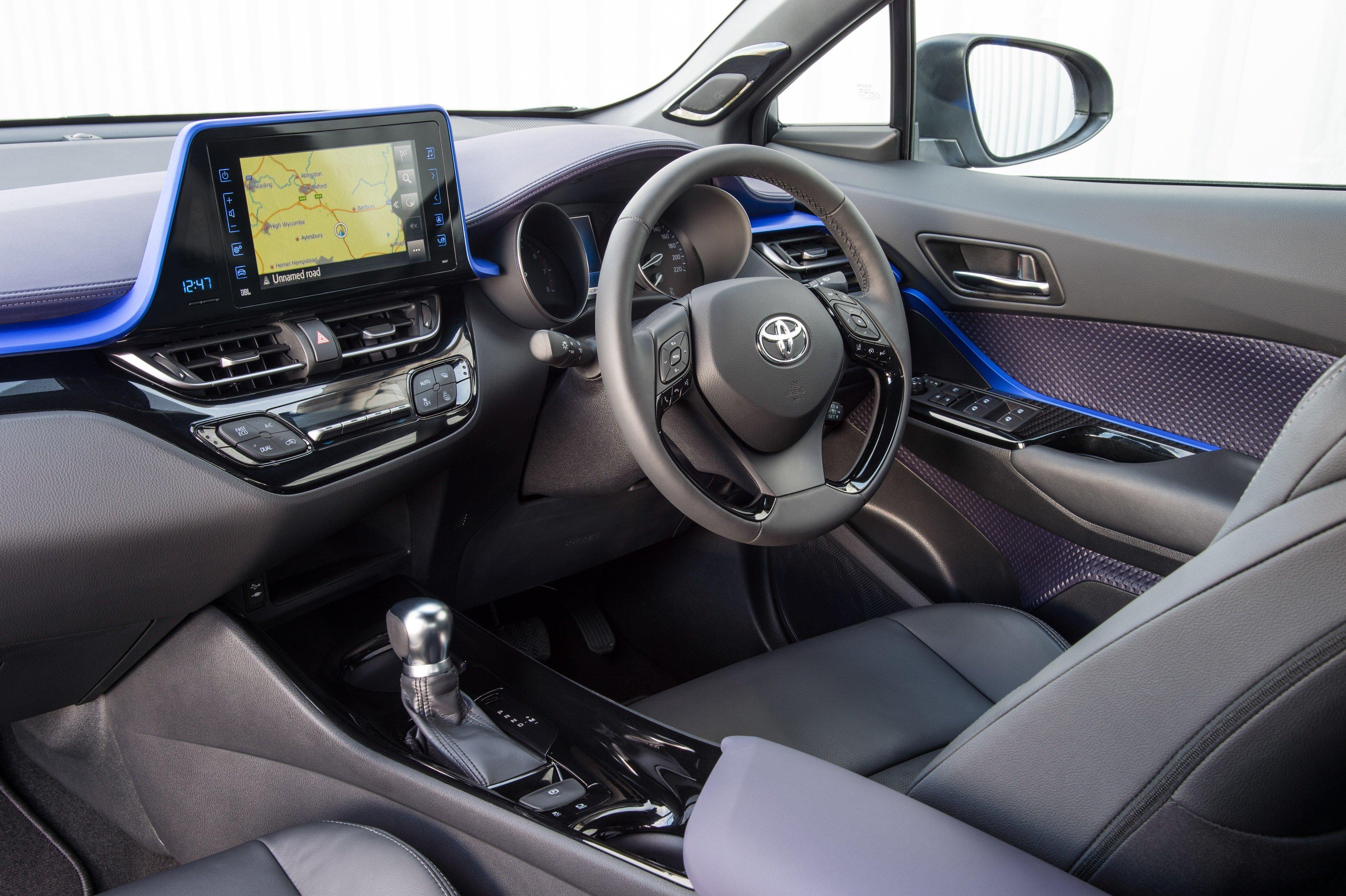 原厂发布更多 Toyota C Hr 实车宣传照,安全配备丰富! 2016 Toyota C Hr Interior
