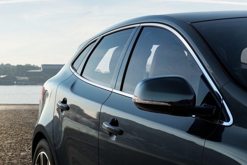 2017 Volvo V40 小改款本地面市, 价格不变, 售18万令吉。 Image #33281