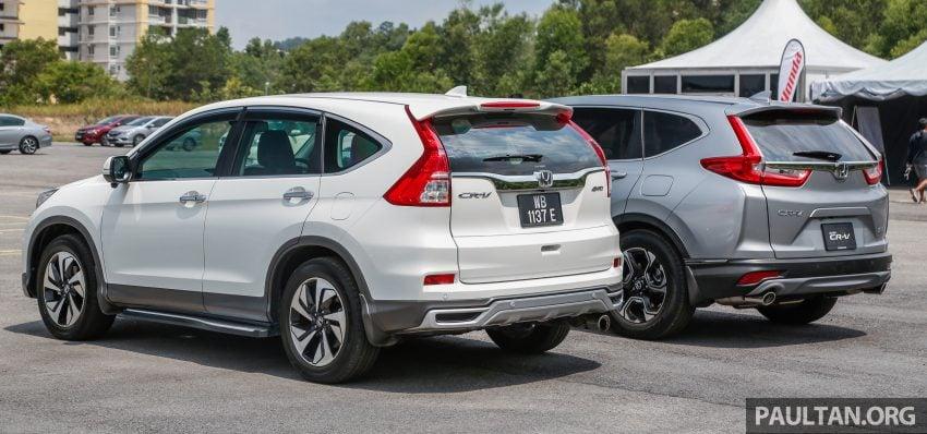 汽车图集:Honda CR-V 四代和五代新旧车型外观对比。 Image #33072
