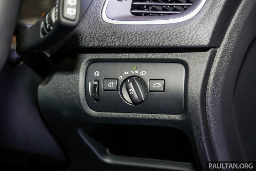 2017 Volvo V40 小改款本地面市, 价格不变, 售18万令吉。 Image #33333