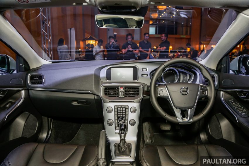 2017 Volvo V40 小改款本地面市, 价格不变, 售18万令吉。 Image #33324