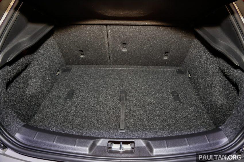 2017 Volvo V40 小改款本地面市, 价格不变, 售18万令吉。 Image #33351