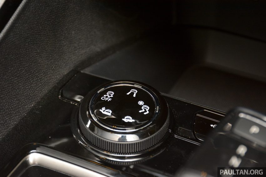 欧洲年度风云车, 2017 Peugeot 3008 亮相展销厅, 1.6升涡轮引擎, 165匹马力, 两个等级可选, 售价从RM 143K起。 Image #38908