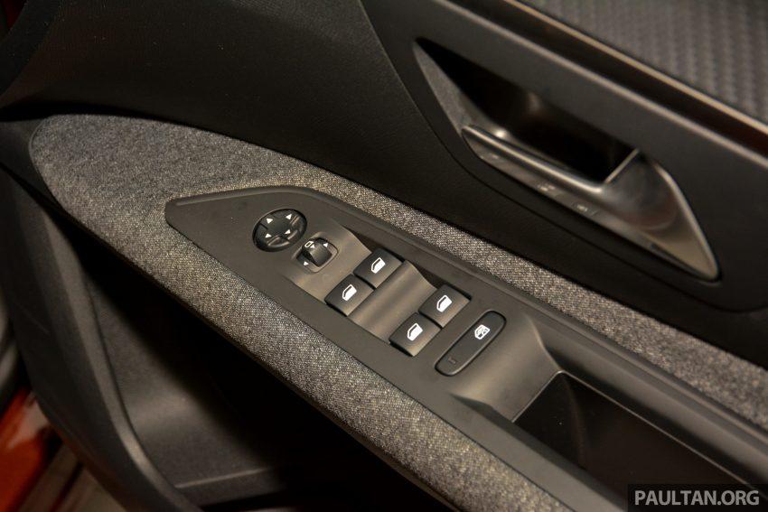 欧洲年度风云车, 2017 Peugeot 3008 亮相展销厅, 1.6升涡轮引擎, 165匹马力, 两个等级可选, 售价从RM 143K起。 Image #38915