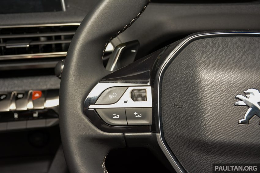 欧洲年度风云车, 2017 Peugeot 3008 亮相展销厅, 1.6升涡轮引擎, 165匹马力, 两个等级可选, 售价从RM 143K起。 Image #38841