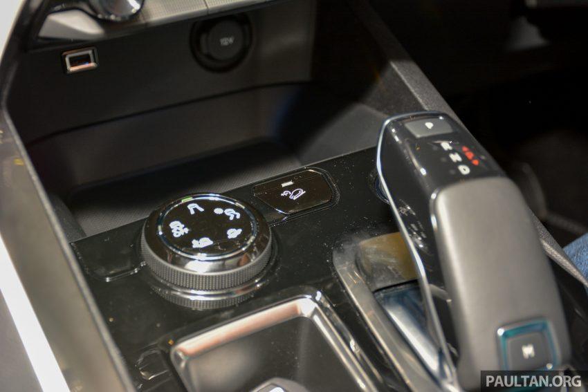 欧洲年度风云车, 2017 Peugeot 3008 亮相展销厅, 1.6升涡轮引擎, 165匹马力, 两个等级可选, 售价从RM 143K起。 Image #38846