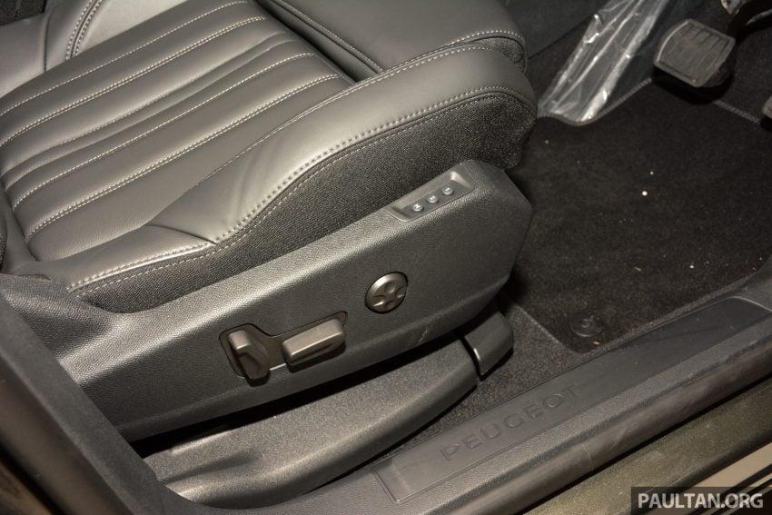 欧洲年度风云车, 2017 Peugeot 3008 亮相展销厅, 1.6升涡轮引擎, 165匹马力, 两个等级可选, 售价从RM 143K起。 Image #38850
