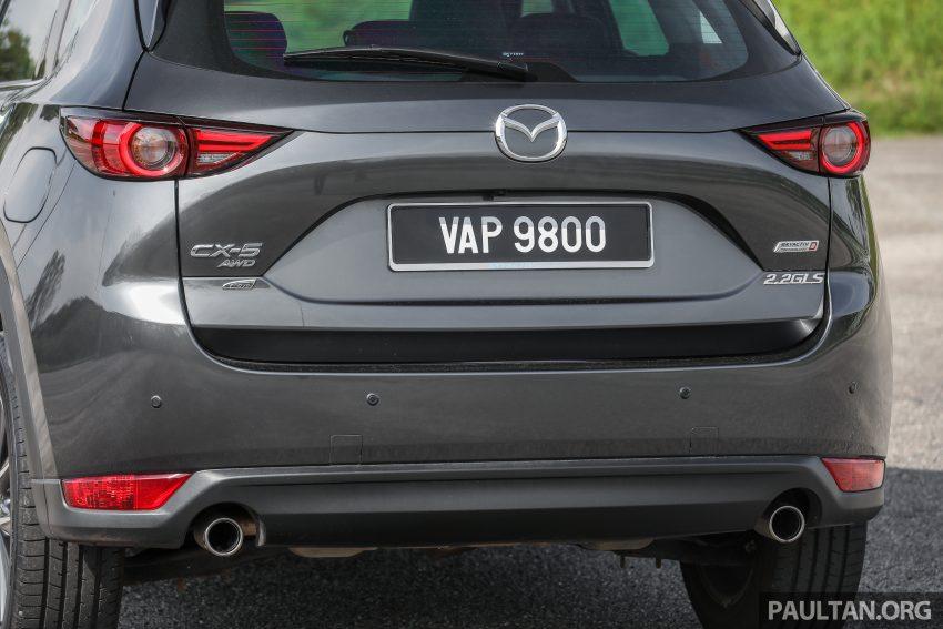 图集:Mazda CX-5 2.0 GL SkyActiv-G 2WD 与 2.2 GLS SkyActiv-D AWD, 两组实车照, 让你对比两个版本的差异。 Image #52444