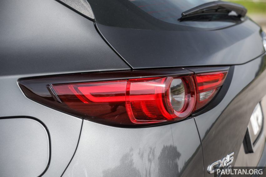 图集:Mazda CX-5 2.0 GL SkyActiv-G 2WD 与 2.2 GLS SkyActiv-D AWD, 两组实车照, 让你对比两个版本的差异。 Image #52446
