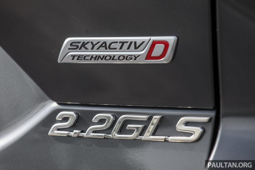 图集:Mazda CX-5 2.0 GL SkyActiv-G 2WD 与 2.2 GLS SkyActiv-D AWD, 两组实车照, 让你对比两个版本的差异。 Image #52452