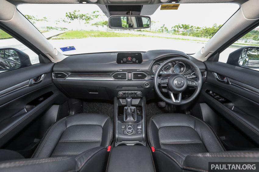 图集:Mazda CX-5 2.0 GL SkyActiv-G 2WD 与 2.2 GLS SkyActiv-D AWD, 两组实车照, 让你对比两个版本的差异。 Image #52455