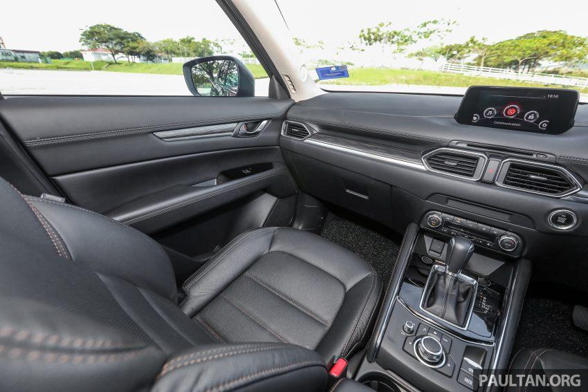 图集:Mazda CX-5 2.0 GL SkyActiv-G 2WD 与 2.2 GLS SkyActiv-D AWD, 两组实车照, 让你对比两个版本的差异。 Image #52475