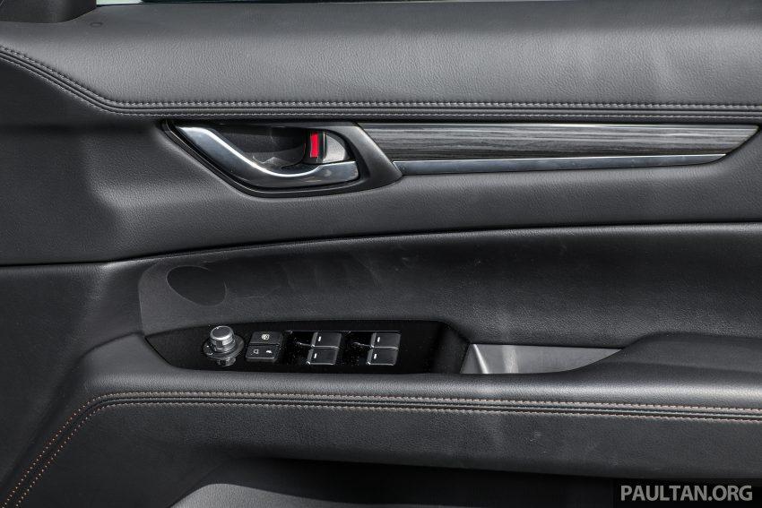 图集:Mazda CX-5 2.0 GL SkyActiv-G 2WD 与 2.2 GLS SkyActiv-D AWD, 两组实车照, 让你对比两个版本的差异。 Image #52481