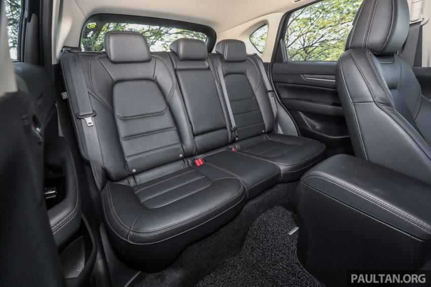 图集:Mazda CX-5 2.0 GL SkyActiv-G 2WD 与 2.2 GLS SkyActiv-D AWD, 两组实车照, 让你对比两个版本的差异。 Image #52483