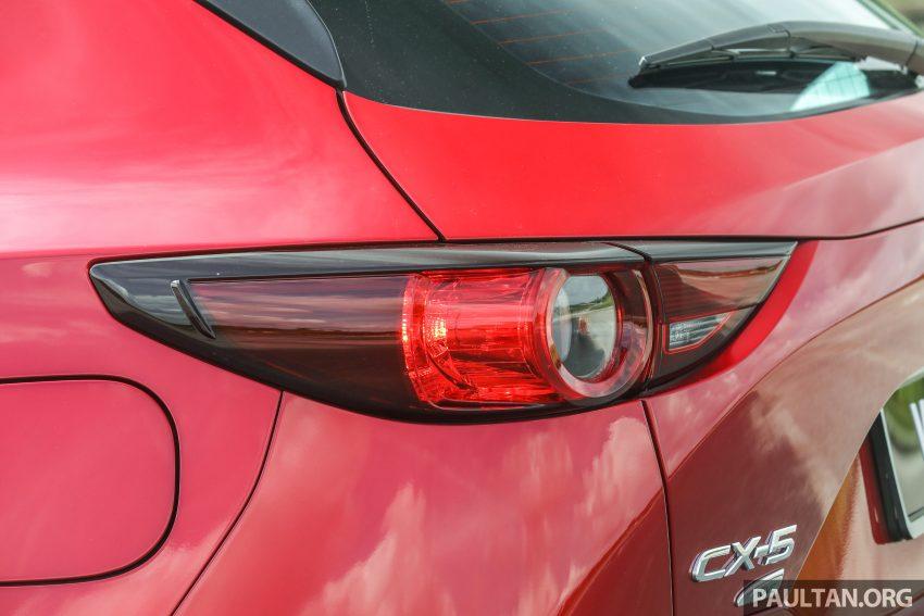 图集:Mazda CX-5 2.0 GL SkyActiv-G 2WD 与 2.2 GLS SkyActiv-D AWD, 两组实车照, 让你对比两个版本的差异。 Image #52378