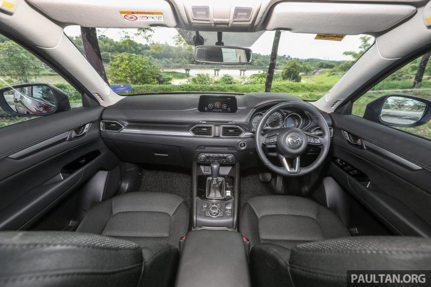 图集:Mazda CX-5 2.0 GL SkyActiv-G 2WD 与 2.2 GLS SkyActiv-D AWD, 两组实车照, 让你对比两个版本的差异。 Image #52389