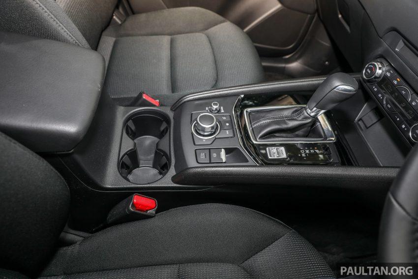 图集:Mazda CX-5 2.0 GL SkyActiv-G 2WD 与 2.2 GLS SkyActiv-D AWD, 两组实车照, 让你对比两个版本的差异。 Image #52400