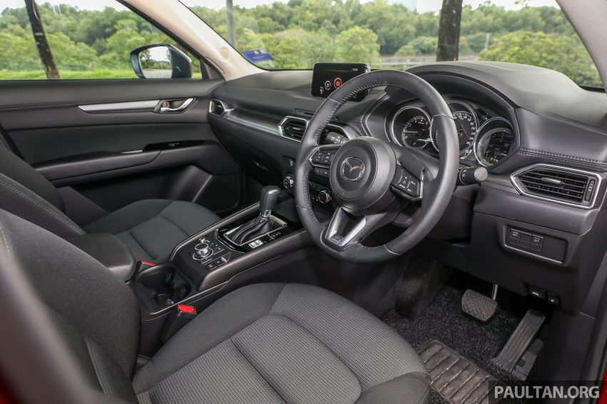 图集:Mazda CX-5 2.0 GL SkyActiv-G 2WD 与 2.2 GLS SkyActiv-D AWD, 两组实车照, 让你对比两个版本的差异。 Image #52390
