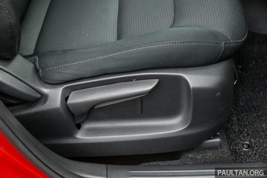 图集:Mazda CX-5 2.0 GL SkyActiv-G 2WD 与 2.2 GLS SkyActiv-D AWD, 两组实车照, 让你对比两个版本的差异。 Image #52409