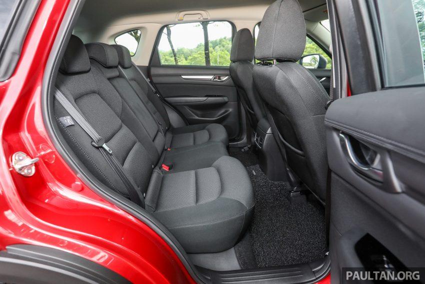 图集:Mazda CX-5 2.0 GL SkyActiv-G 2WD 与 2.2 GLS SkyActiv-D AWD, 两组实车照, 让你对比两个版本的差异。 Image #52414