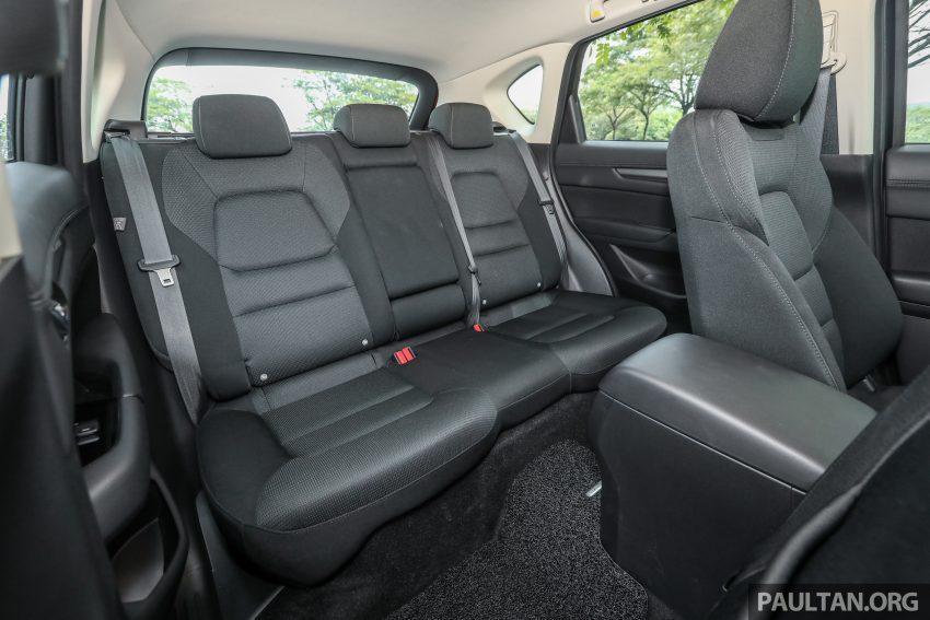 图集:Mazda CX-5 2.0 GL SkyActiv-G 2WD 与 2.2 GLS SkyActiv-D AWD, 两组实车照, 让你对比两个版本的差异。 Image #52415