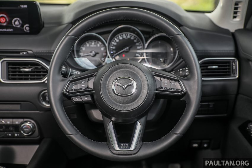 图集:Mazda CX-5 2.0 GL SkyActiv-G 2WD 与 2.2 GLS SkyActiv-D AWD, 两组实车照, 让你对比两个版本的差异。 Image #52391