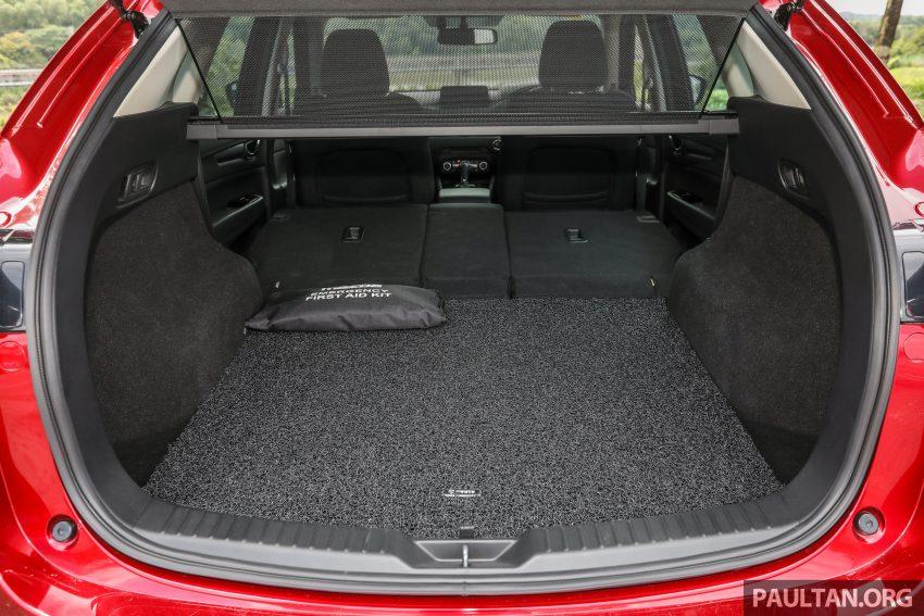 图集:Mazda CX-5 2.0 GL SkyActiv-G 2WD 与 2.2 GLS SkyActiv-D AWD, 两组实车照, 让你对比两个版本的差异。 Image #52423