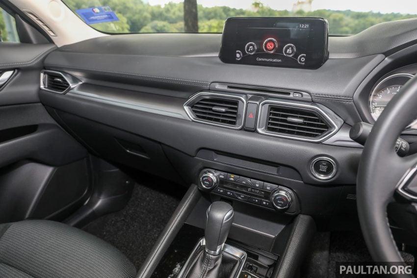 图集:Mazda CX-5 2.0 GL SkyActiv-G 2WD 与 2.2 GLS SkyActiv-D AWD, 两组实车照, 让你对比两个版本的差异。 Image #52393