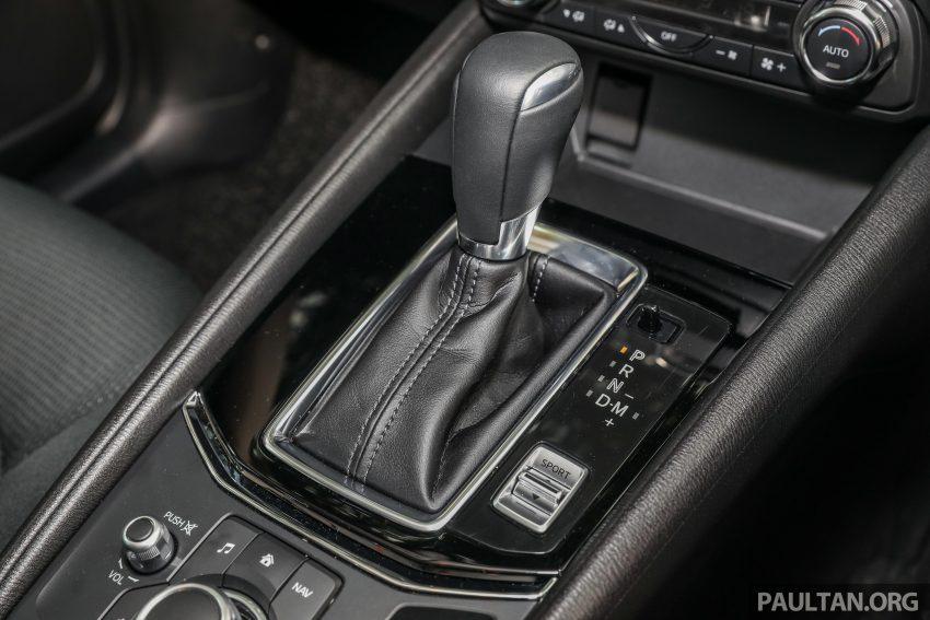 图集:Mazda CX-5 2.0 GL SkyActiv-G 2WD 与 2.2 GLS SkyActiv-D AWD, 两组实车照, 让你对比两个版本的差异。 Image #52397