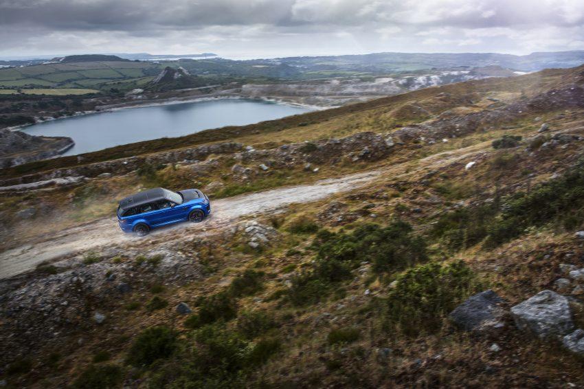 Range Rover Sport SVR 挑战中国天门山, 9分51秒征服全程11.3公里山路、99个险峻弯道, 比 Ferrari 458 Italia 更快 Image #61305