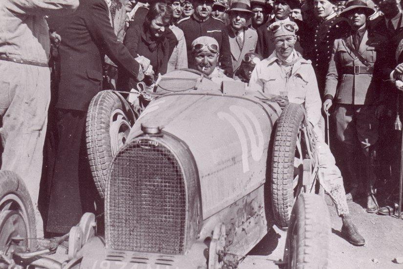 全球限量40辆,Bugatti 将在8月24日发表全新超跑 Divo Image #72312