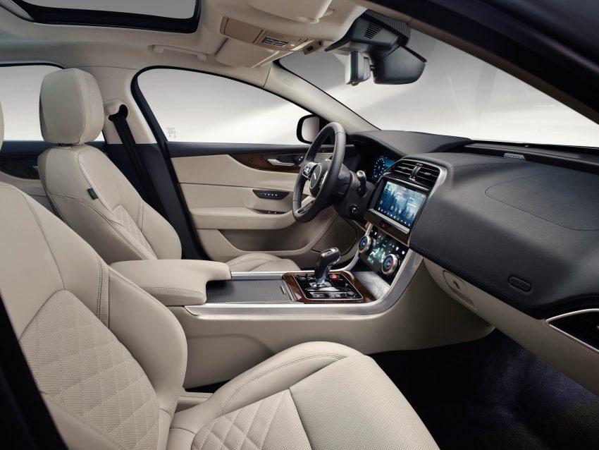 Jaguar XE 小改款发布,新引擎、外型设计再进化 Image #89066