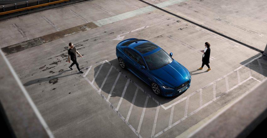 Jaguar XE 小改款发布,新引擎、外型设计再进化 Image #89072
