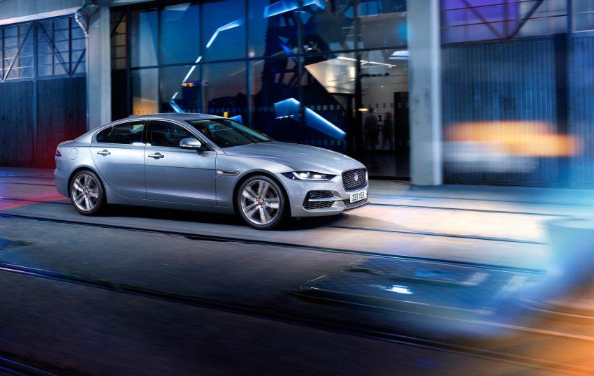Jaguar XE 小改款发布,新引擎、外型设计再进化 Image #89078