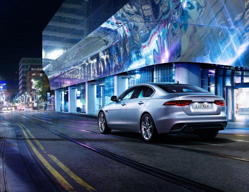 Jaguar XE 小改款发布,新引擎、外型设计再进化 Image #89079