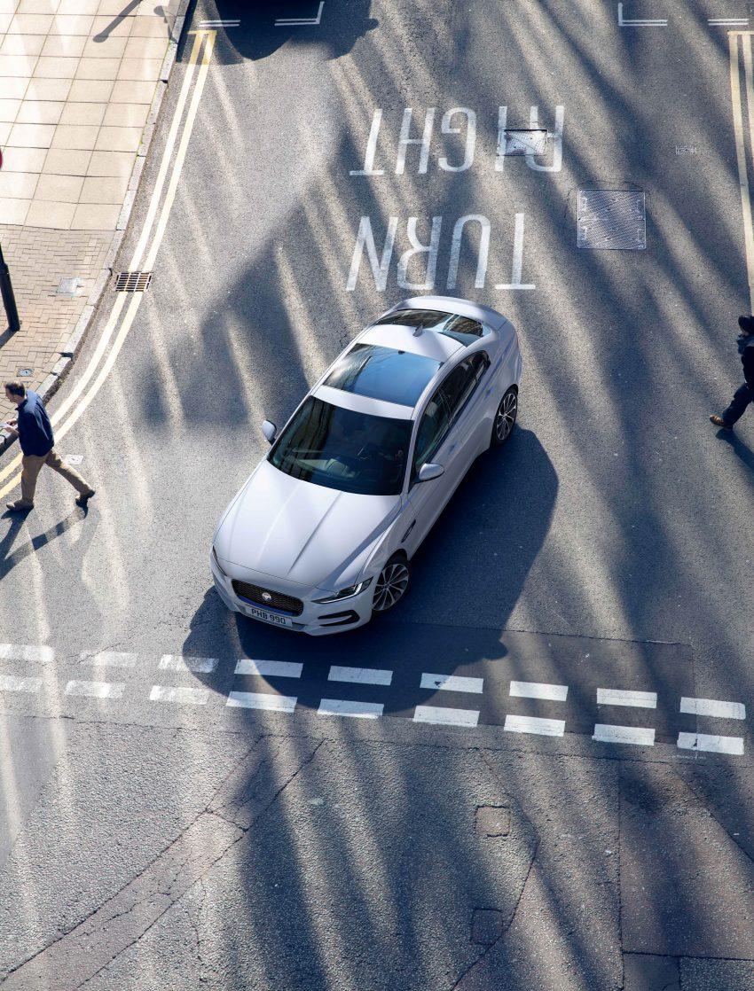 Jaguar XE 小改款发布,新引擎、外型设计再进化 Image #89081