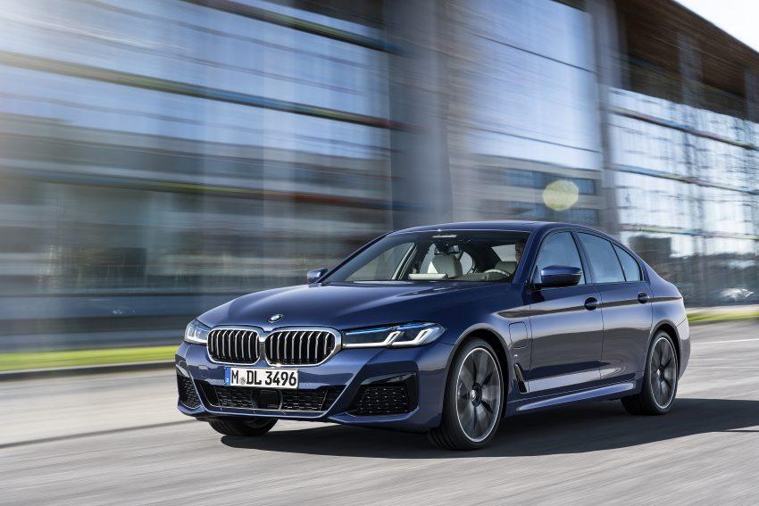 小改款 G30 BMW 5 Series LCI 发布, 造型向大哥7系看齐 Image #122479