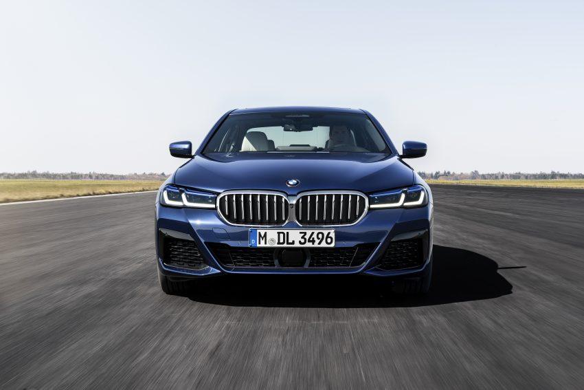 小改款 G30 BMW 5 Series LCI 发布, 造型向大哥7系看齐 Image #122486
