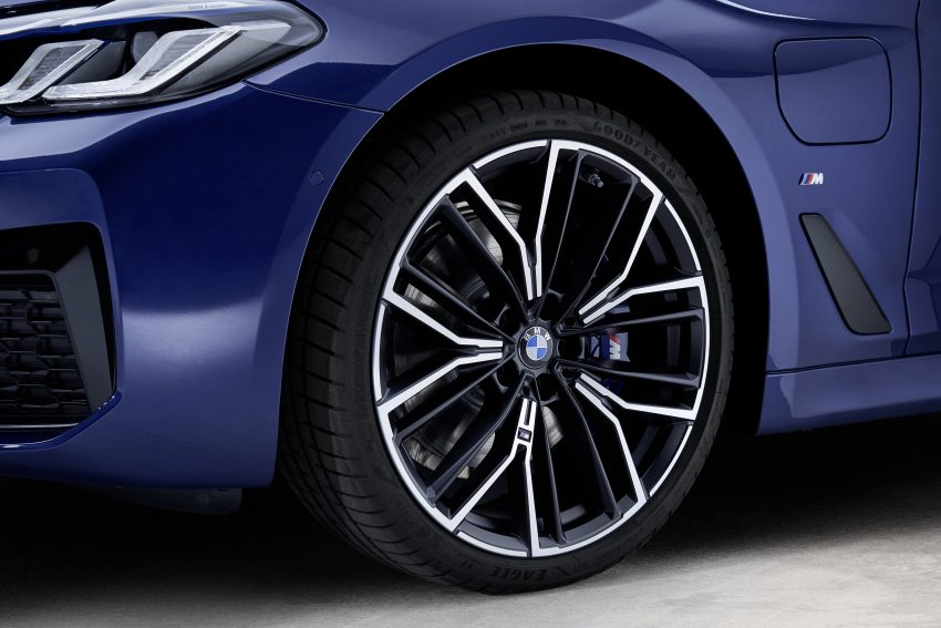 小改款 G30 BMW 5 Series LCI 发布, 造型向大哥7系看齐 Image #122491