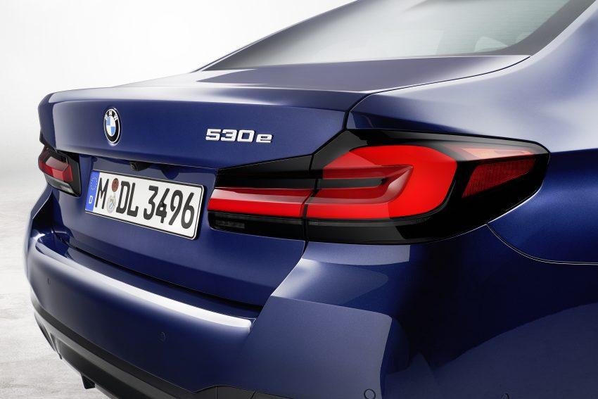 小改款 G30 BMW 5 Series LCI 发布, 造型向大哥7系看齐 Image #122492