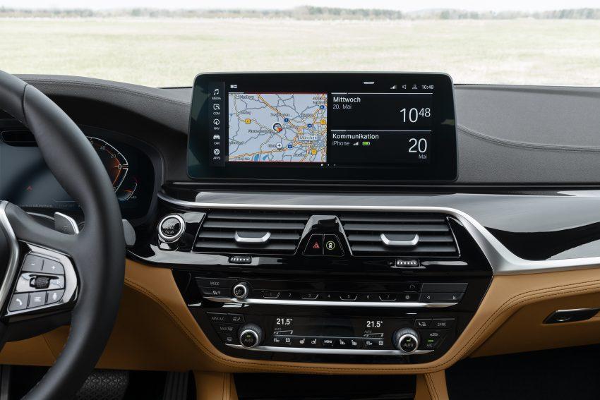 小改款 G30 BMW 5 Series LCI 发布, 造型向大哥7系看齐 Image #122496