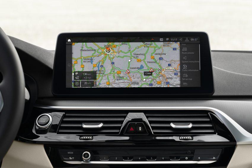 小改款 G30 BMW 5 Series LCI 发布, 造型向大哥7系看齐 Image #122501