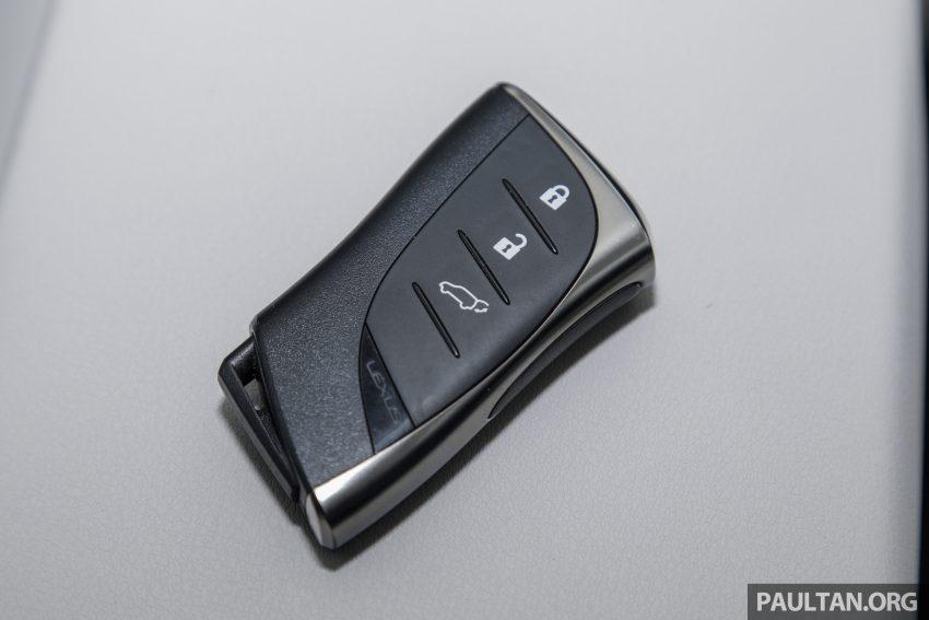 新车试驾: Lexus UX 200 Luxury, 适合都会女性的时尚选择 Image #126214