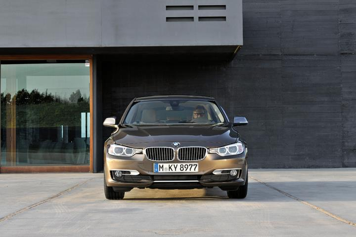 BMW F30 3 Series unveiled: four engines at launch, three equipment lines, market debut in Feb 2012 Image #72773