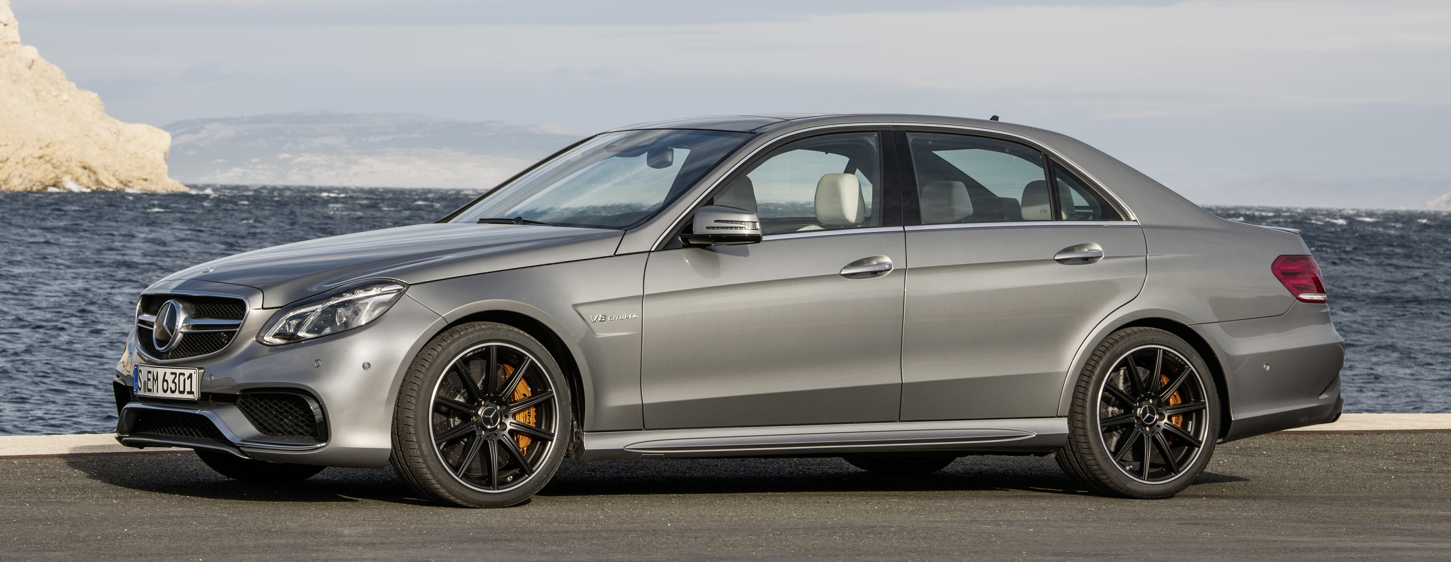 W212 mercedes benz e63 amg facelift unveiled now with for Mercedes benz e63 amg s 4matic
