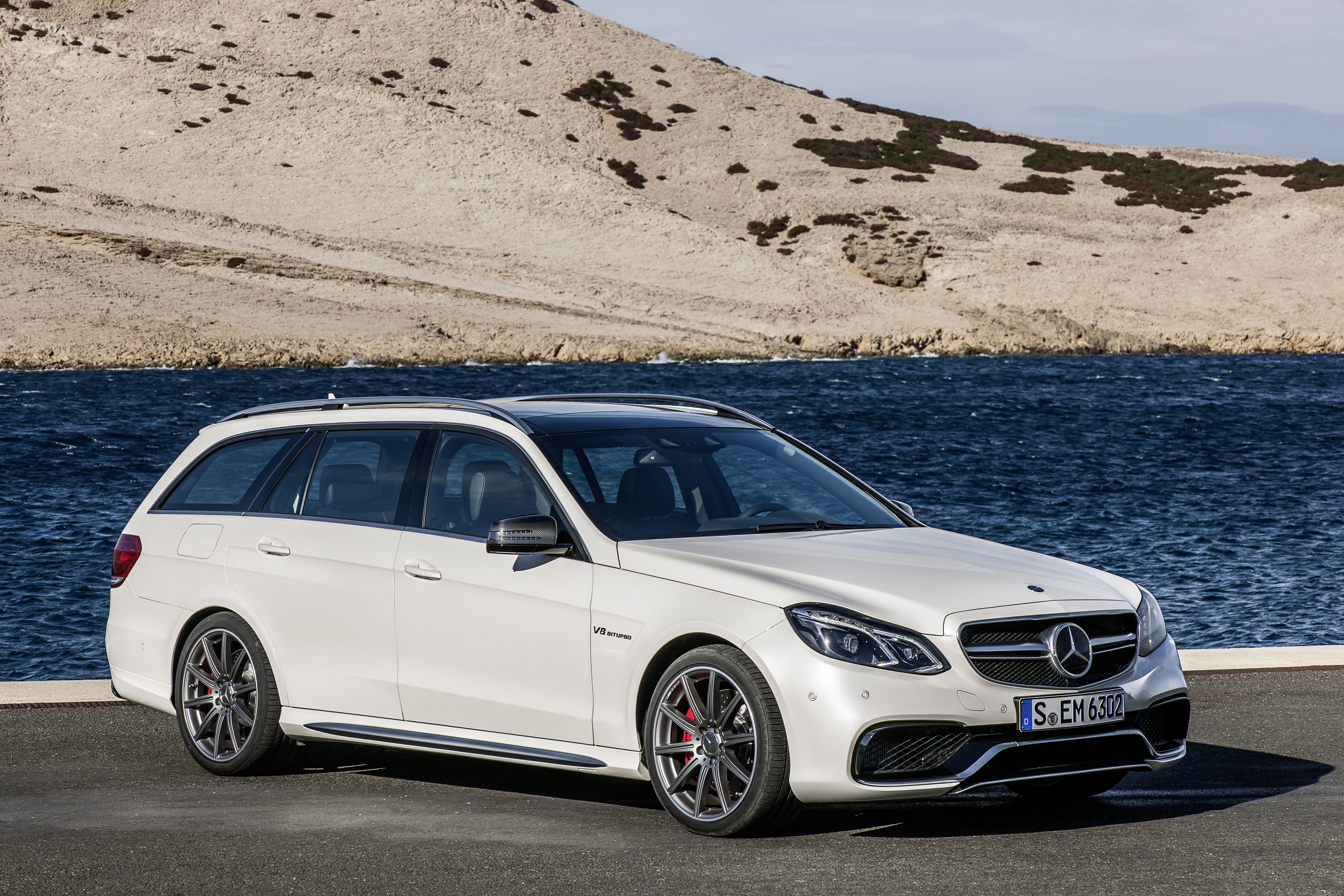 W212 mercedes benz e63 amg facelift unveiled now with for Mercedes benz options