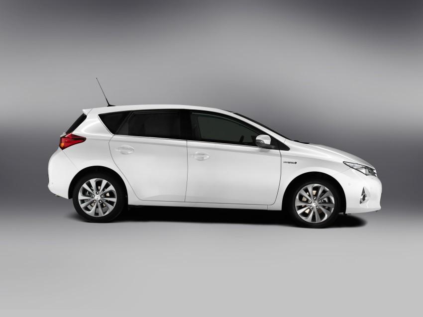 2013 Toyota Auris C-segment hatchback unveiled! Image #126146