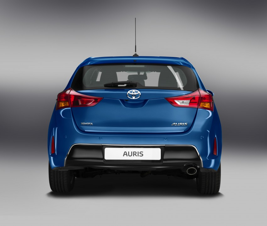 2013 Toyota Auris C-segment hatchback unveiled! Image #126149
