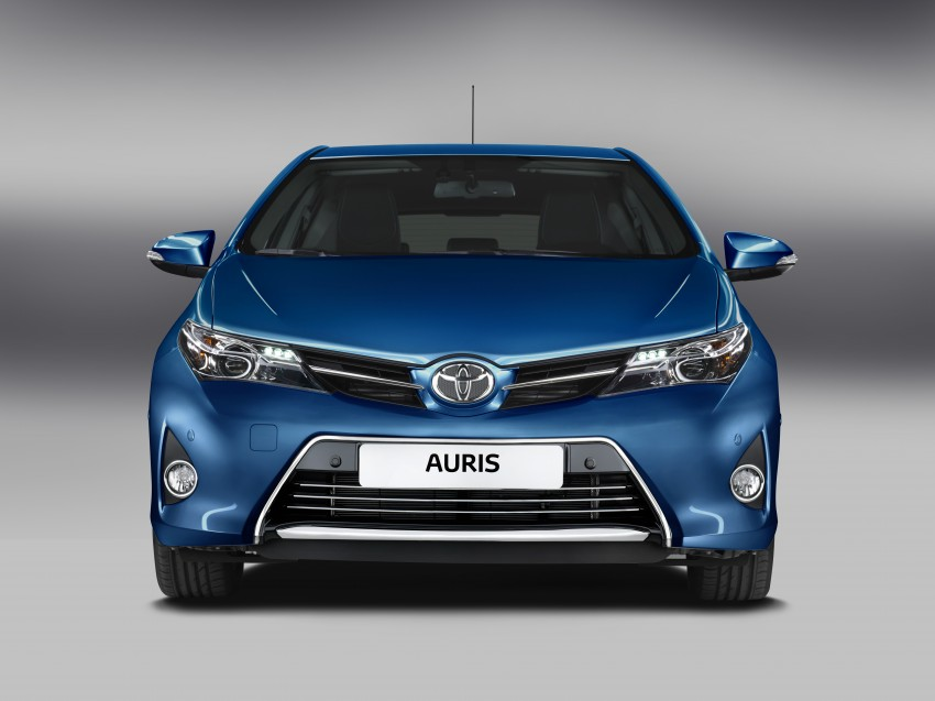 2013 Toyota Auris C-segment hatchback unveiled! Image #126142